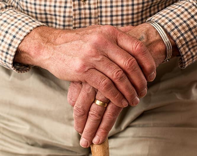 Nuevos sillones y cubiertos para personas con Parkinson